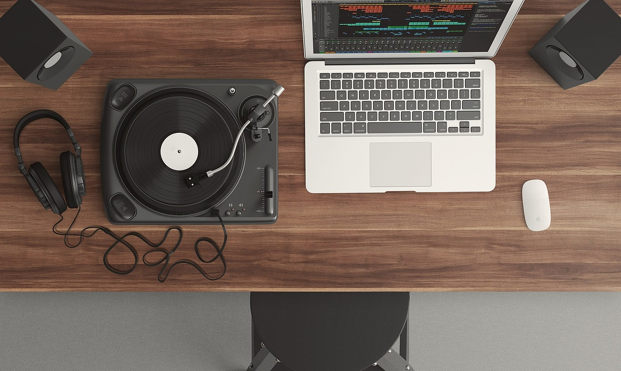 A Beginner's Guide To Creating Your Own Podcast Format Image